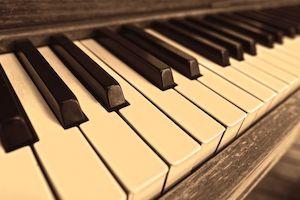 Touches d'un piano (ambre)